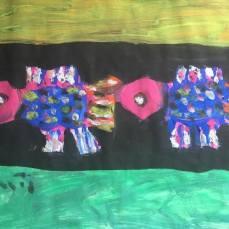 Cá- Tranh bột màu trên giấy của Hoàng Phượng Vĩ. Khổ: Khổ 30 x 40cm. St năm 2016. Giá khởi điểm: 10 triệu VND. Tranh đã mua với giá 15 triêụ VND